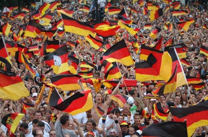 duitse fans met vlaggen