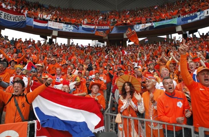 oranje fans in stadion